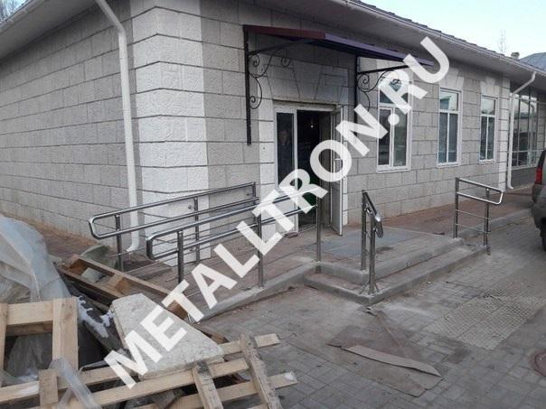 Изготовление и установка перил из нержавеющей стали для магазина