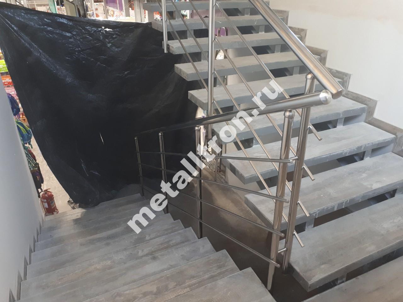 Лестничные ограждения из нержавеющей стали для магазина